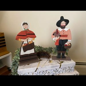 New Pair of Wood Pilgrims Thanksgiving Decor